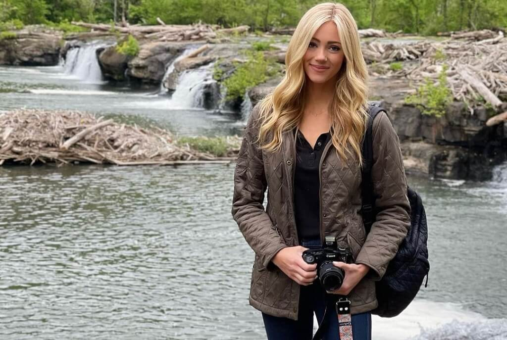 Abby Hornacek image